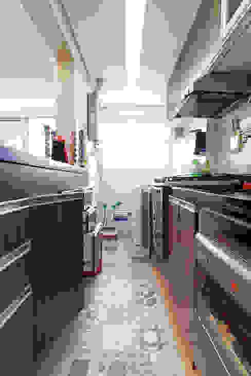 مطبخ تنفيذ Raphael Civille Arquitetura, تبسيطي
