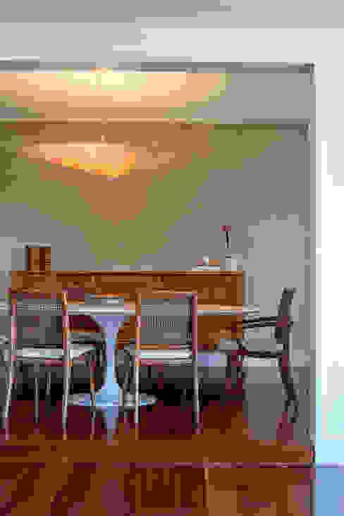 apartamento LAC Salas de jantar modernas por Raquel Junqueira Arquitetura Moderno