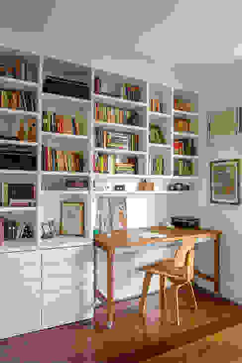 apartamento LAC Escritórios modernos por Raquel Junqueira Arquitetura Moderno