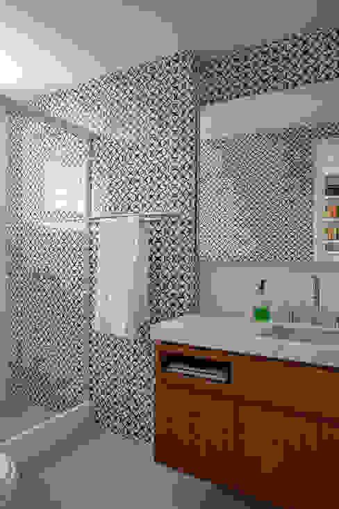 apartamento LAC Banheiros modernos por Raquel Junqueira Arquitetura Moderno