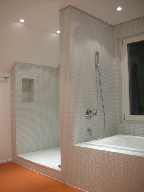 Moderne badkamers van 5 Architekten AG Modern