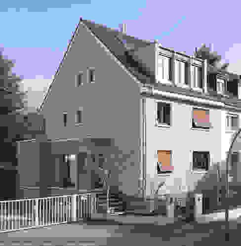 Straßenansicht und Eingang nach Umbau von Gerstner Kaluza Architektur GmbH