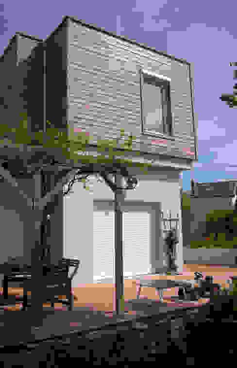 Vue sur la terrasse Maisons modernes par RGn architecte Moderne