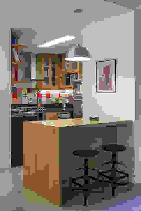 Cocinas modernas: Ideas, imágenes y decoración de Raquel Junqueira Arquitetura Moderno