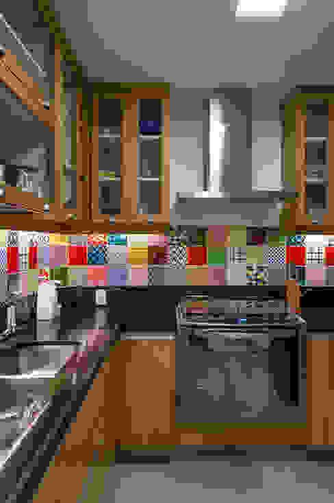Cocinas de estilo moderno de Raquel Junqueira Arquitetura Moderno