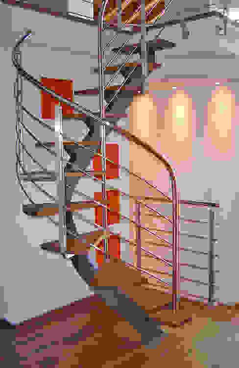 ROBERTO CRESPI ARCHITETTO 玄關、走廊與階梯階梯