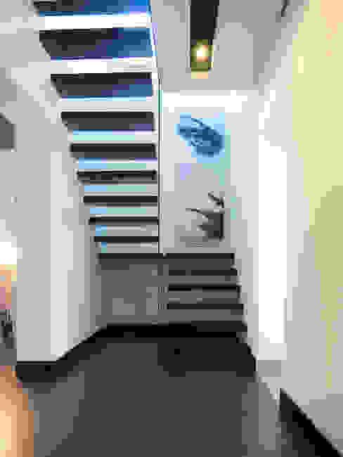 Pasillos, vestíbulos y escaleras modernos de Inspiration Studio Moderno