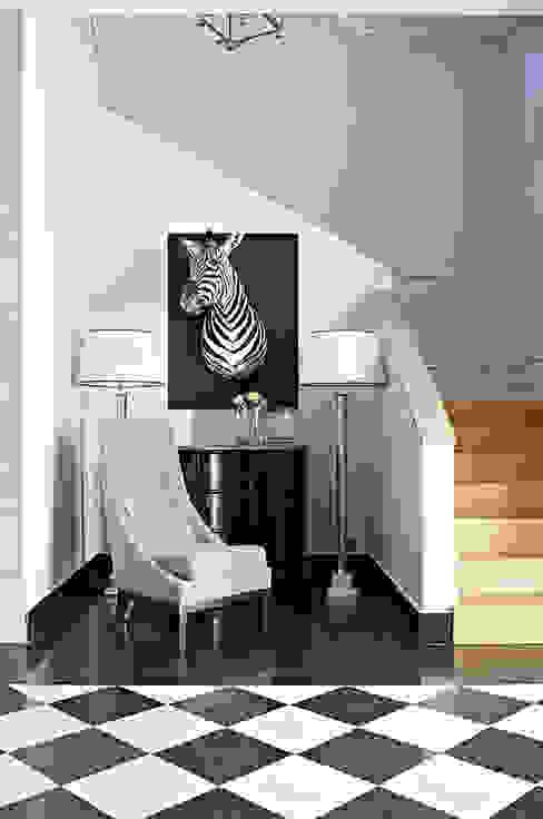Dom w Wilanowie Klasyczny korytarz, przedpokój i schody od BBHome Design Klasyczny