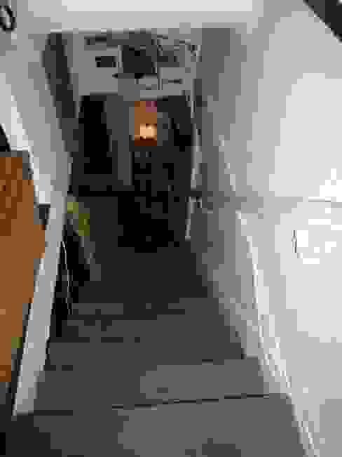 Ancien escalier AVANT par Capucine de Cointet architecte Moderne