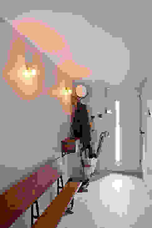 Hallway Corredores, halls e escadas modernos por homify Moderno