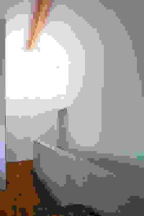 Minimalist media room by Schiller Architektur BDA Minimalist