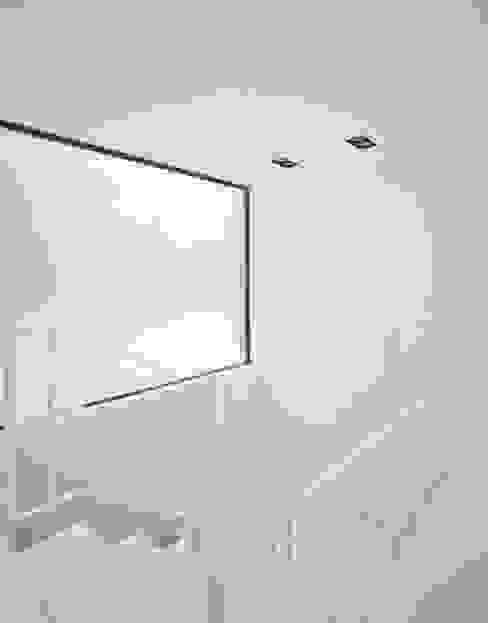 Modern Corridor, Hallway and Staircase by Schiller Architektur BDA Modern