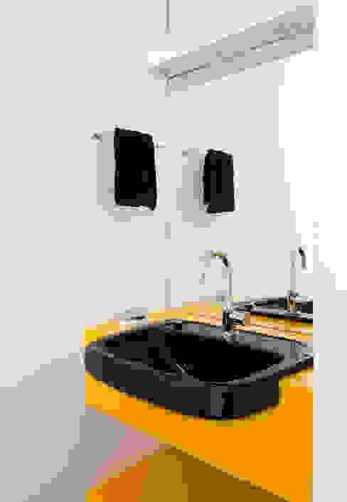 Apartamento Maria Antônia Banheiros modernos por Zemel+ ARQUITETOS Moderno
