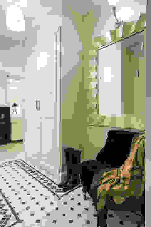 クラシカルスタイルの 玄関&廊下&階段 の Мария Дадиани クラシック