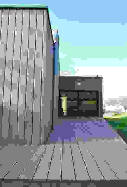 terrasse est Maisons minimalistes par AtjM Minimaliste