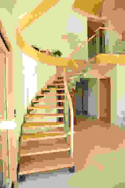 escalier en crémaillère par AtjM Moderne