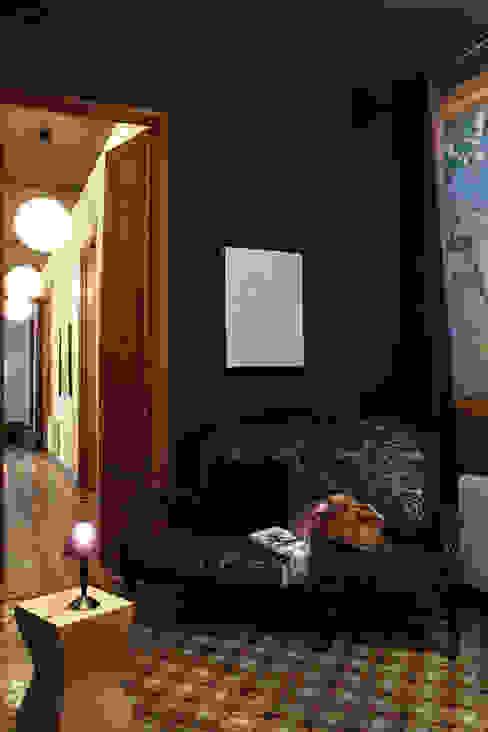 Piso en el Eixample de Barcelona. 2013 Pasillos, vestíbulos y escaleras de estilo ecléctico de Deu i Deu Ecléctico
