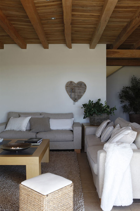 Deu i Deu Rustic style living room