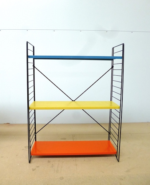 Tomado Floor Standing Shelves di Diagonal Furniture Moderno