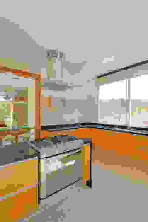 Projekty,  Kuchnia zaprojektowane przez Excelencia en Diseño, Nowoczesny
