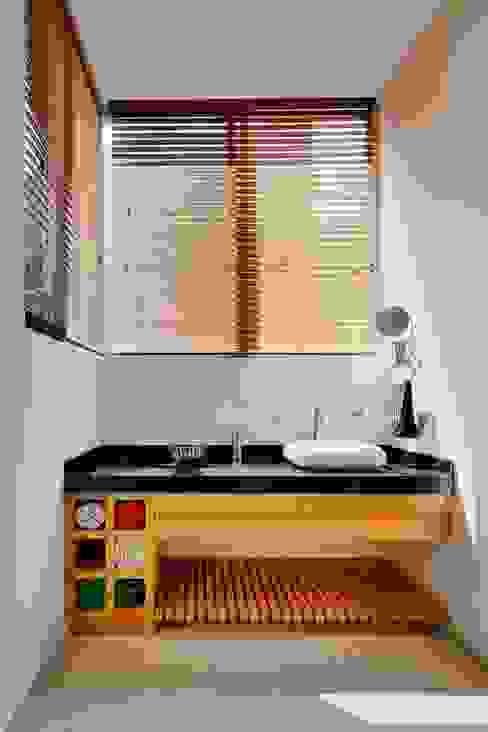 Projekty,  Łazienka zaprojektowane przez Excelencia en Diseño, Nowoczesny