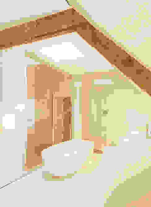 Bathroom by FilipTackdesignoffice, Modern
