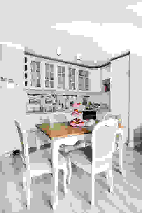 W stylu prowansalskim: styl , w kategorii Kuchnia zaprojektowany przez Decoroom,Śródziemnomorski