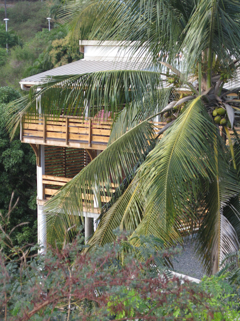 LAUTE house - Northern façade Maisons tropicales par STUDY CASE sas d'Architecture Tropical