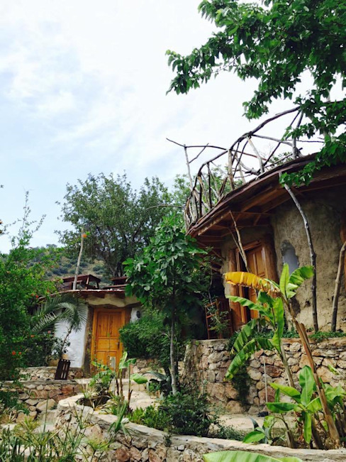 Reflections Camp Akdeniz Oteller badem ağacı Akdeniz