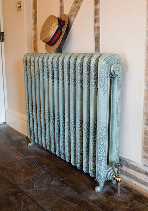 The Daisy 780mm Cast Iron Radiator por UKAA | UK Architectural Antiques Clássico