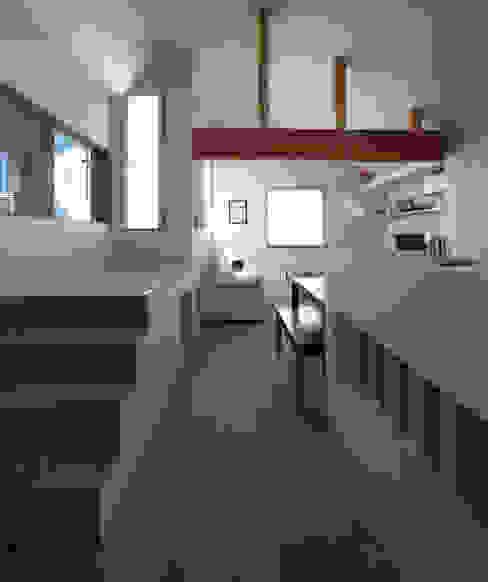 Livings de estilo moderno de 福田康紀建築計画 Moderno