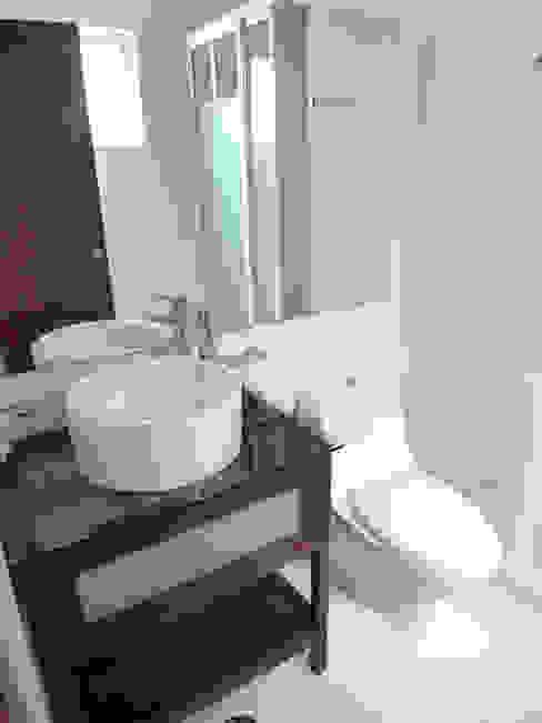 Baño Departamento: Baños de estilo  por Grupo Siobles, Moderno