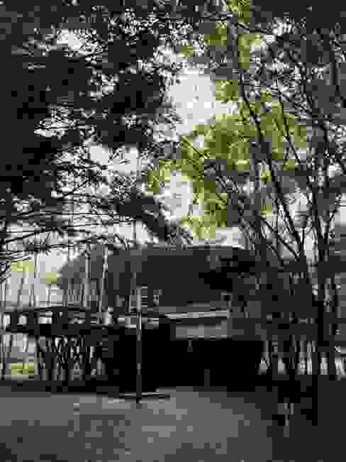 軽井沢Y山荘アプローチ 北欧風 庭 の homify 北欧