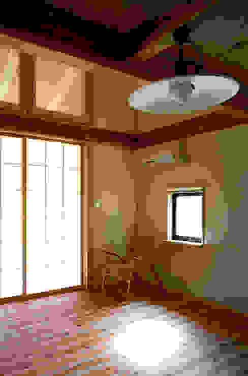 에클레틱 다이닝 룸 by 芦田成人建築設計事務所 에클레틱 (Eclectic)
