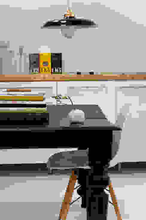 modern  by B-mice Design + Architecture, Modern