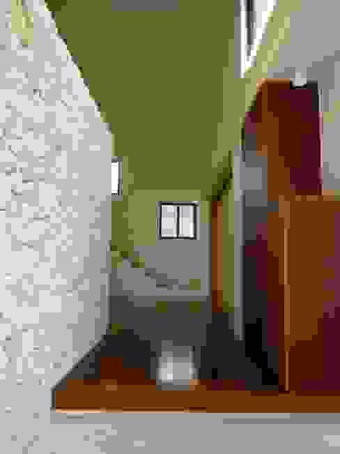 石壁の家 プラソ建築設計事務所 モダンスタイルの 玄関&廊下&階段