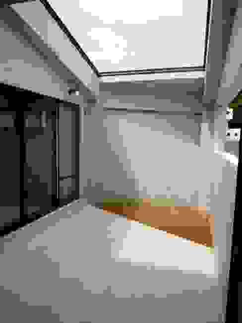 石壁の家 プラソ建築設計事務所 モダンデザインの テラス