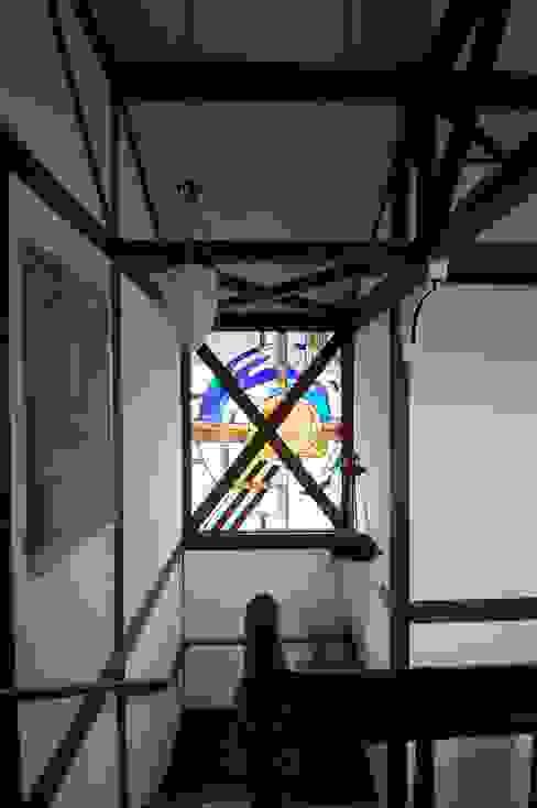 ステンドガラス カントリースタイルの 玄関&廊下&階段 の 株式会社 央建築設計事務所 カントリー