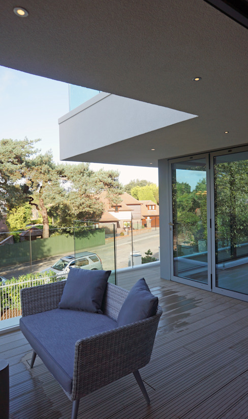 Brudenell Avenue, Canford Cliffs, Poole Modern balcony, veranda & terrace by David James Architects & Partners Ltd Modern