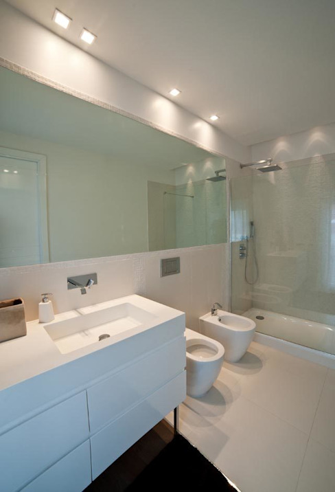 White Light Bagno in stile mediterraneo di Francesca Ignani Interiors Mediterraneo