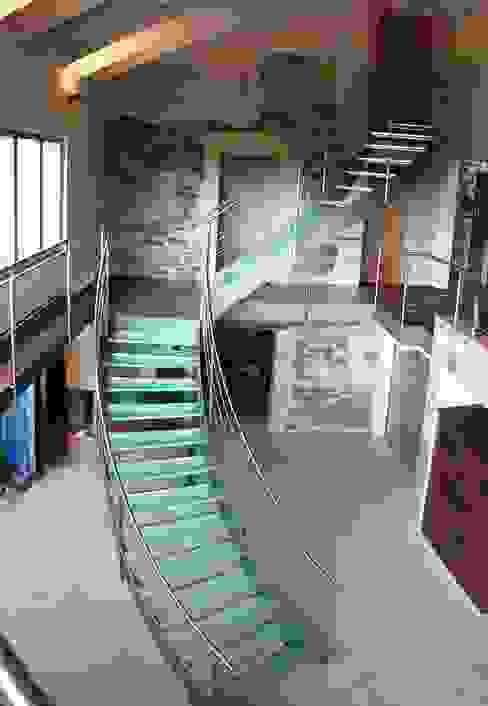 Glastreppe Luxemburg - Treppe des Jahres 2012 lifestyle-treppen.de Moderner Flur, Diele & Treppenhaus