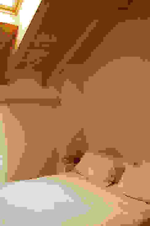 La camera. Camera da letto moderna di Architettura & Urbanistica Architetto Dario Benetti Moderno