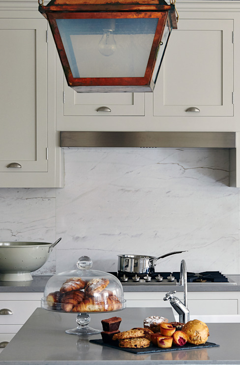 Marble Splashback Modern Kitchen by homify Modern