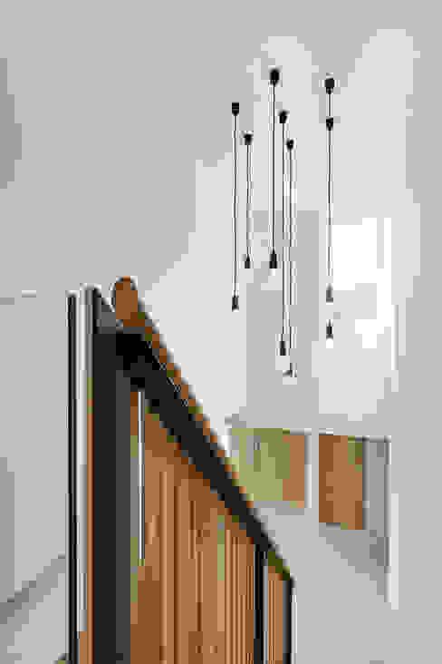 Woodgarth Pasillos, vestíbulos y escaleras clásicas de Ayre Chamberlain Gaunt Clásico