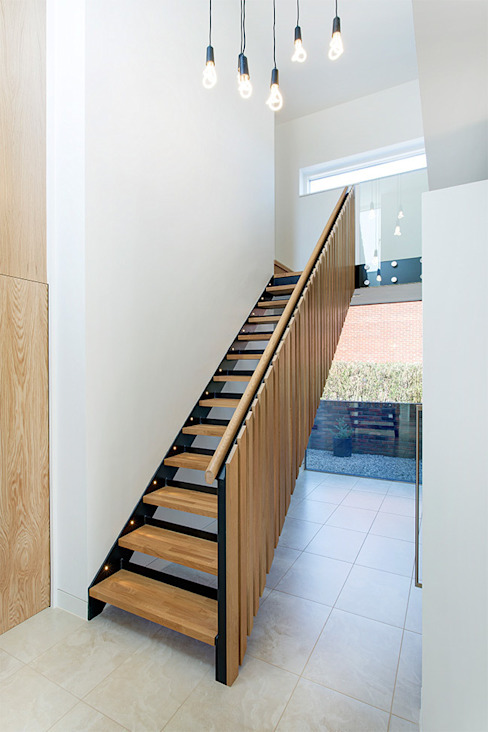 Woodgarth Classic style corridor, hallway and stairs by Ayre Chamberlain Gaunt Classic
