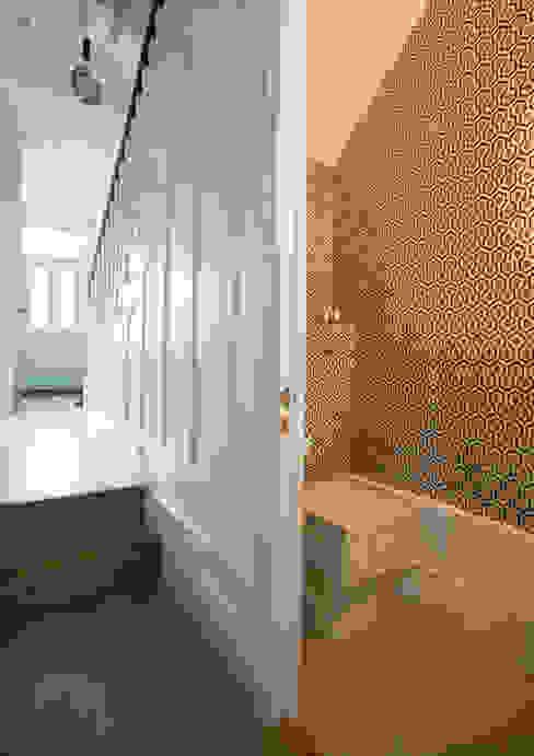 Clapham, SW4 Modern bathroom by Build Team Modern