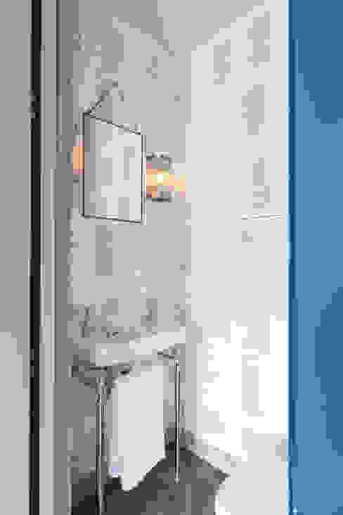 Guest W/C Modern Bathroom by homify Modern