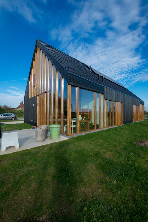 Casas modernas por Zwarthout Shou Sugi Ban Moderno