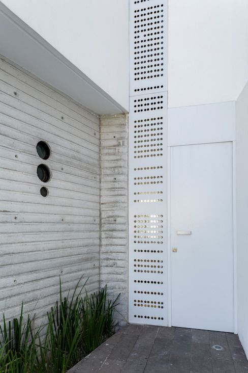 Minimal style window and door by Taller ADC Architecture Office Minimalist