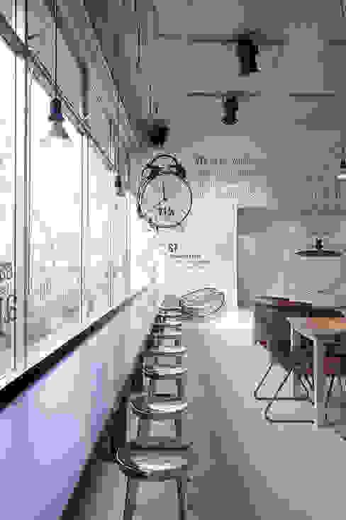 Raamtafel Moderne bars & clubs van ontwerpplek, interieurarchitectuur Modern